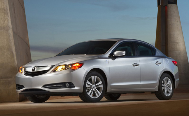 2014-Acura-ILX-Hybrid-front-three-quarters-night-796x528