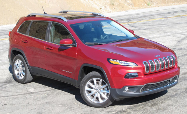 2014-Jeep-Cherokee-front-above