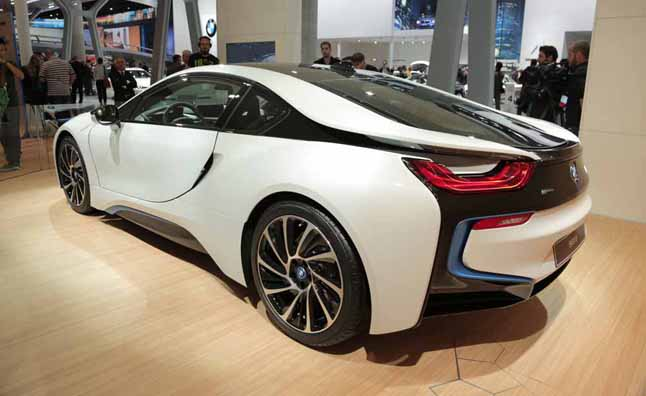 BMW i8 Almost Used a V10
