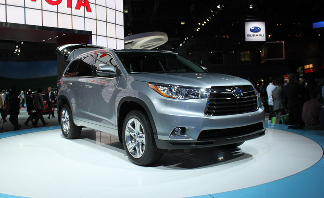 2014 Toyota Highlander Hybrid Gets New Look, Same Powertrain