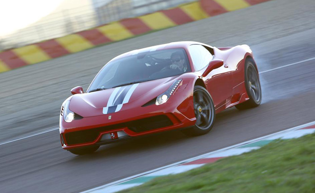 Ferrari 458 Speciale Looks Exquisite in Motion