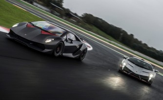 Lamborghini Veneno, Sesto Elemento Hit the Track  Video