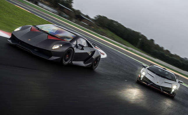 Lamborghini Veneno, Sesto Elemento Hit the Track – Video