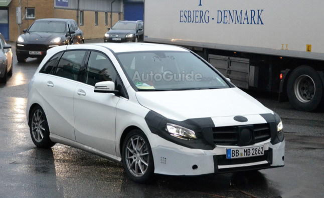 Mercedes-Benz B-Class Spy Photos tip Facelift