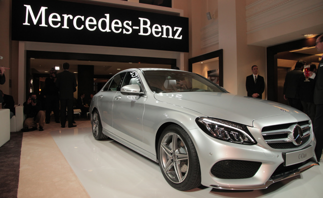 2015 Mercedes C-Class Gets Curvy New Curb Appeal