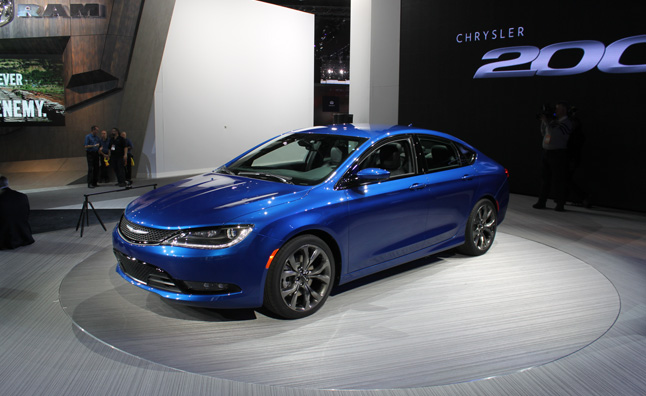 2015 Chrysler 200 Debuts With Trick All-Wheel Drive