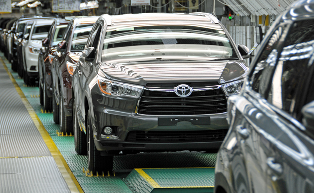 Toyota Beats GM, VW for 2013 Sales Crown