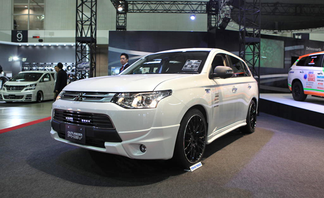 Mitsubishi Outlander PHEV City Cruiser Rides Low, Slow