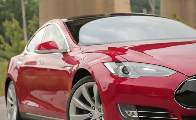 2013-Tesla-Model-S-Light