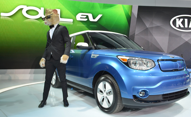 Kia Soul EV In Charge at the 2014 Chicago Auto Show