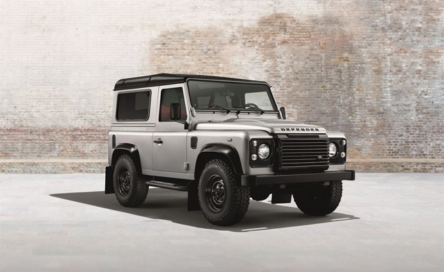 Land-Rover-Defender-Black-Silver-Pack (5)