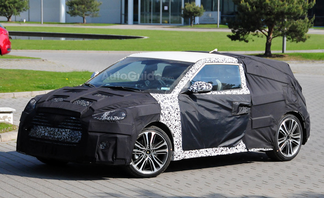 Hyundai Veloster Turbo Facelift Spotted in Spy Photos