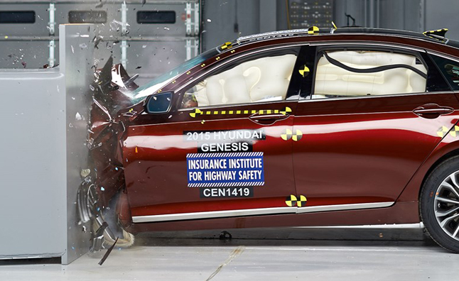 2015 Hyundai Genesis Crash Test