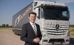 Mercedes-Benz Rolls Out Self-Driving Big Rig