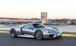 Porsche 918 Spyder has Bugatti-Beating Acceleration