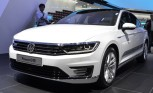 Volkswagen Passat GTE Charged up for Paris