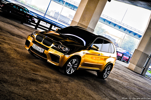 Gold And Chrome Wrapped Cars All The Rage In Russia