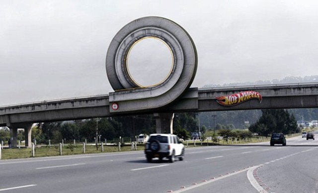 Spot Loan Reviews >> Coolest Ad Ever: Hot Wheels Loop On Highway Overpass ...