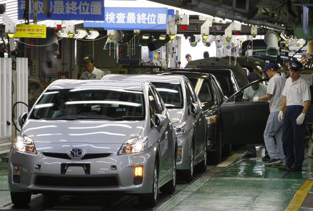 toyota and honda plan to hire 5 000 workers as japan u0026 39 s