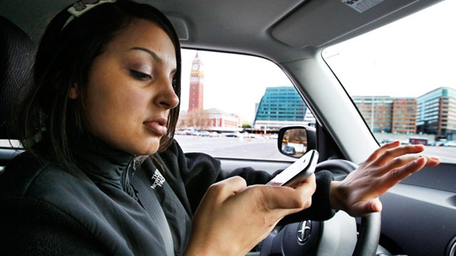 Report 60 Of Drivers Still Use Cellphones While Driving