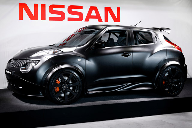 nissan juke r revealed in new matte black body news. Black Bedroom Furniture Sets. Home Design Ideas