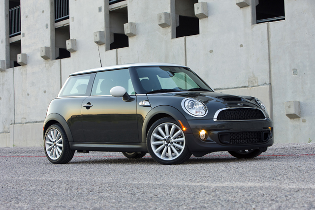 "2014 mini cooper to get ""modern"" look, deliver up to 45 mpg"
