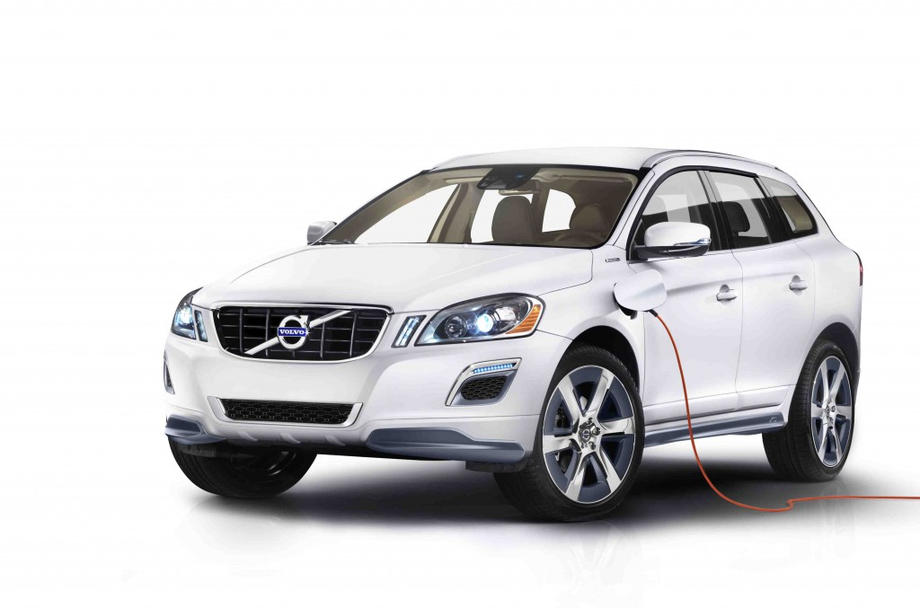 volvo xc60 plug in hybrid makes 350 hp gets 50 mpg detroit auto show preview news. Black Bedroom Furniture Sets. Home Design Ideas