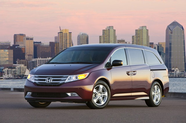 2012 honda odyssey makes parenting magazine 39 s smartest family cars list news. Black Bedroom Furniture Sets. Home Design Ideas