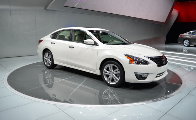 2013 nissan altima gets segment best 38 mpg 2012 new york auto show news. Black Bedroom Furniture Sets. Home Design Ideas