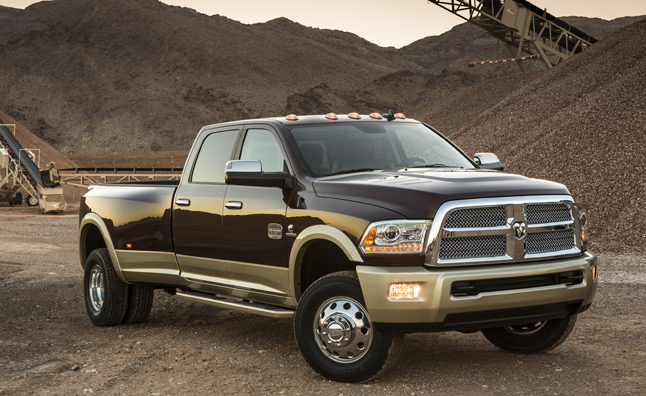 2013 ram 3500 blows away competition with 30 000 pound tow rating news. Black Bedroom Furniture Sets. Home Design Ideas