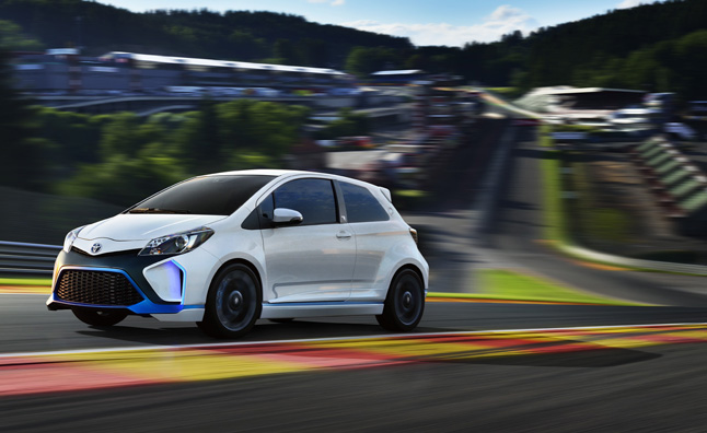 toyota yaris hybrid r concept hits the track at spa. Black Bedroom Furniture Sets. Home Design Ideas