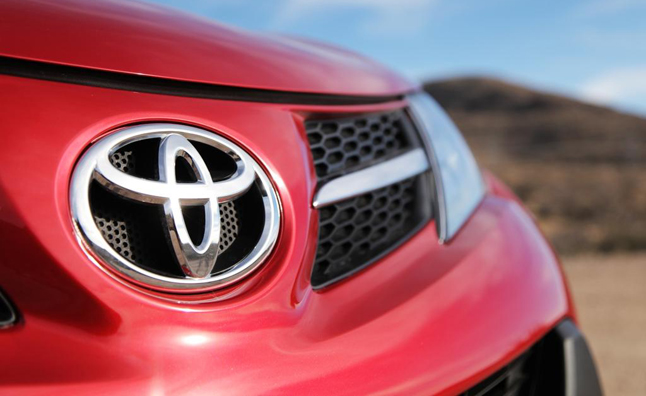 Toyota remains world s largest automaker but vw closing for Garage mercedes gap
