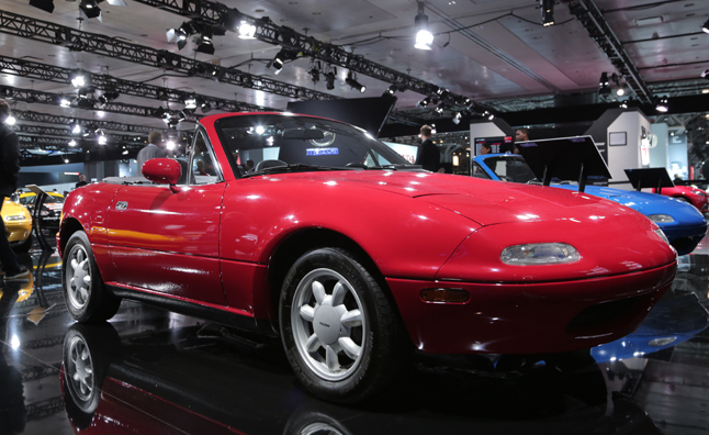 25 years of mazda miatas a history in photos news. Black Bedroom Furniture Sets. Home Design Ideas