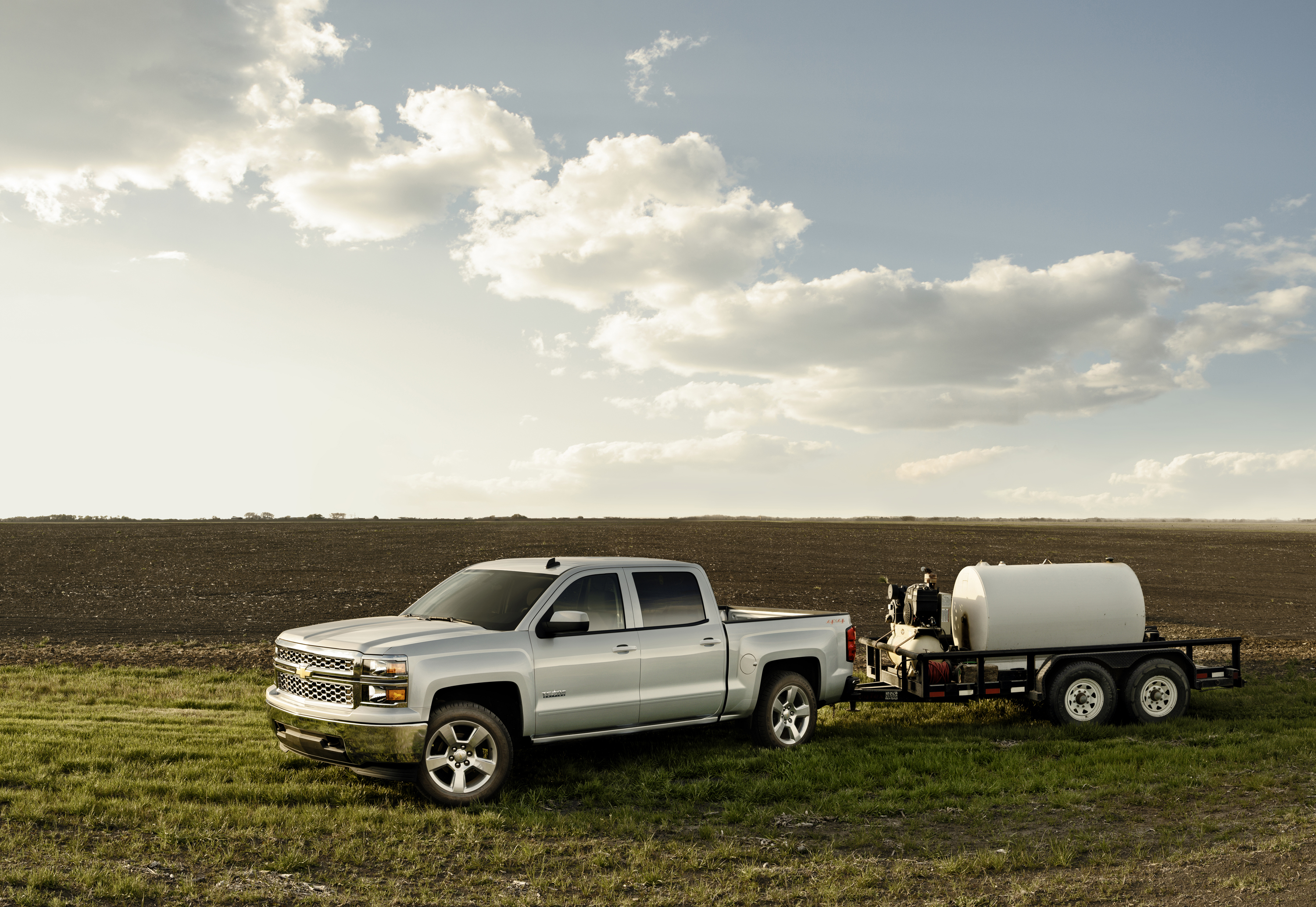 gm truck tow ratings adjusted by tougher testing news. Black Bedroom Furniture Sets. Home Design Ideas