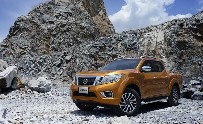2015 nissan navara hints at future frontier news. Black Bedroom Furniture Sets. Home Design Ideas