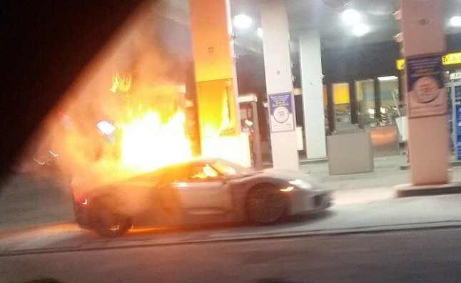 porsche 918 spyder catches fire and burns to the ground. Black Bedroom Furniture Sets. Home Design Ideas
