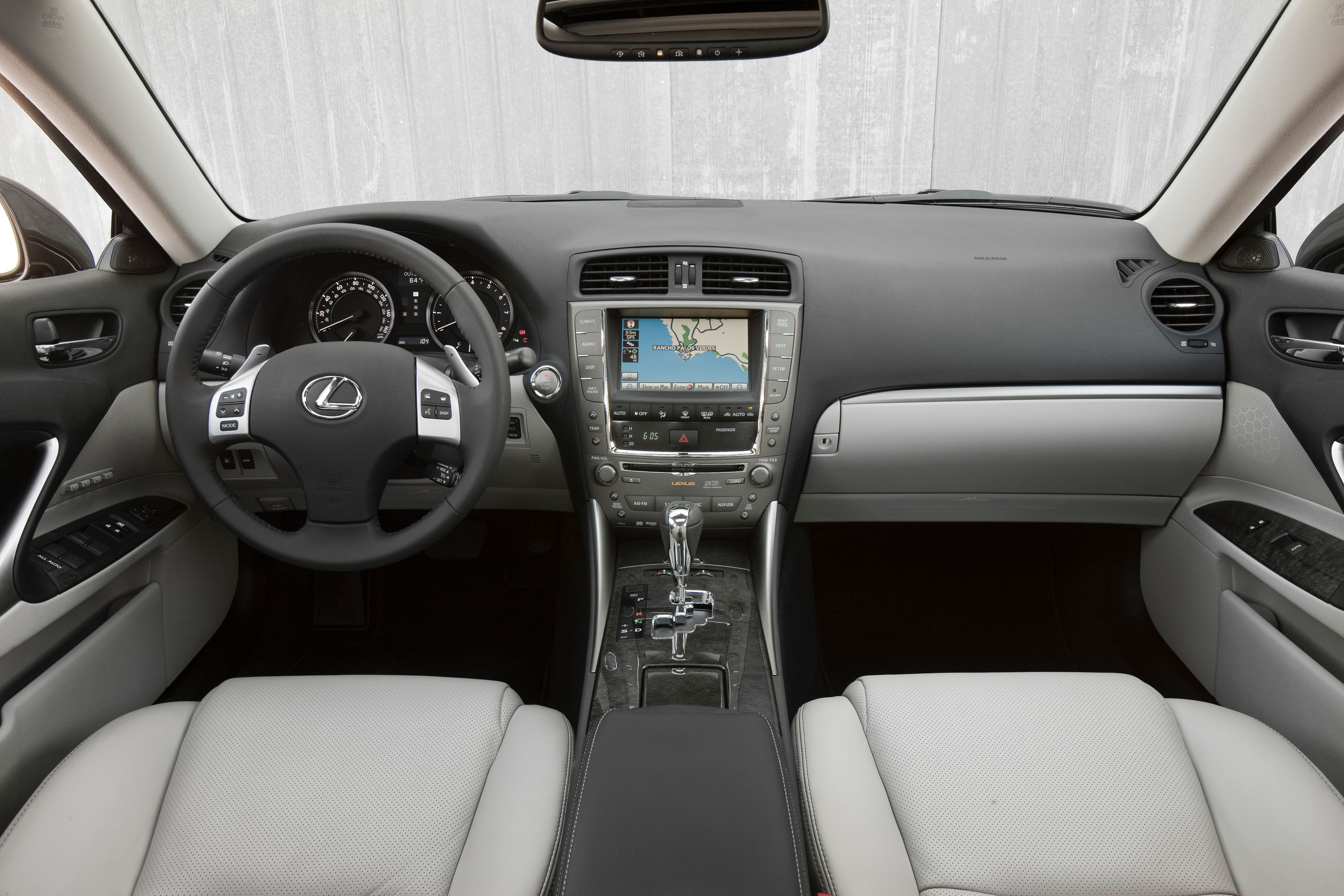 2011_Lexus_IS_350_013