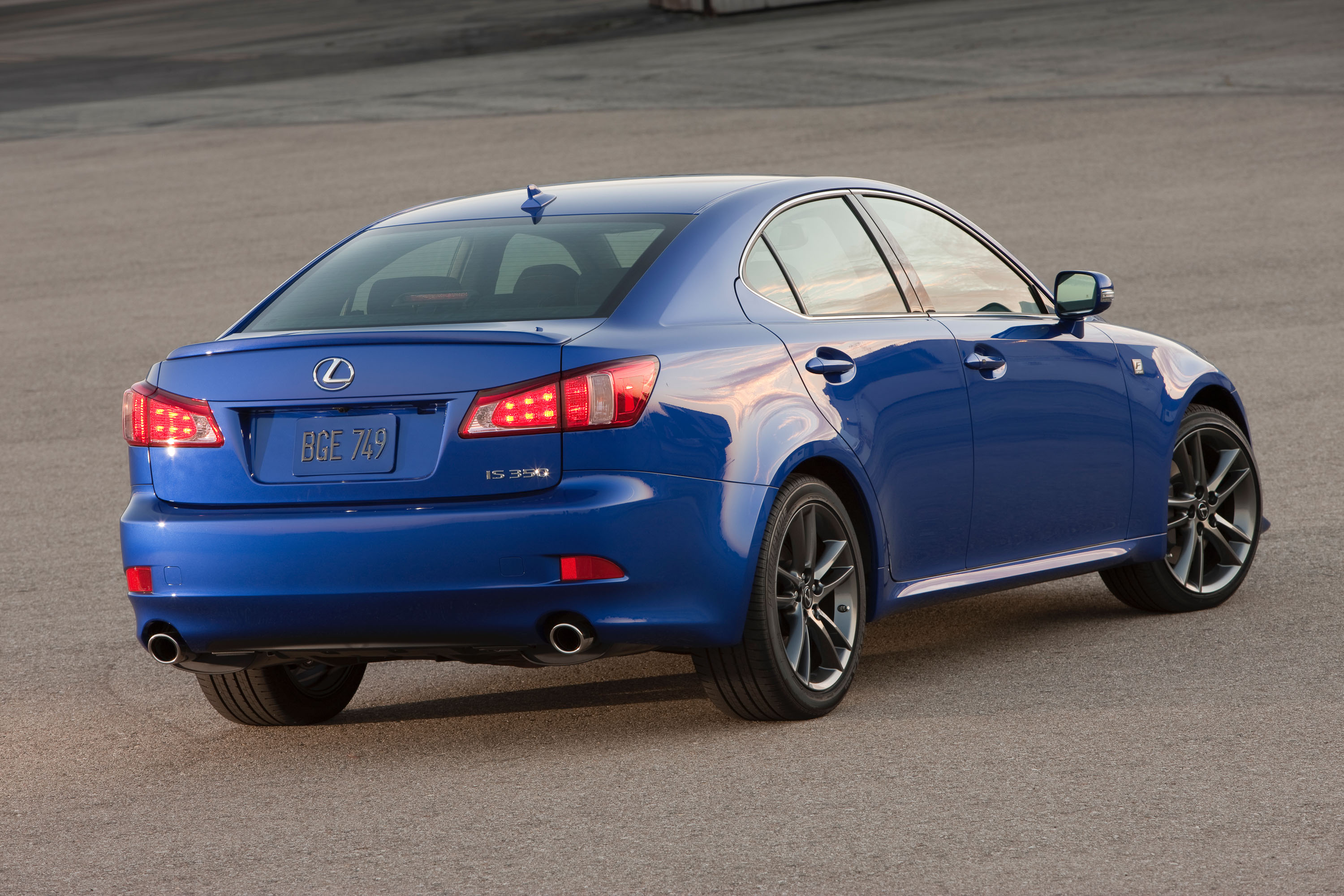 2011_Lexus_IS_350_F_Sport_003