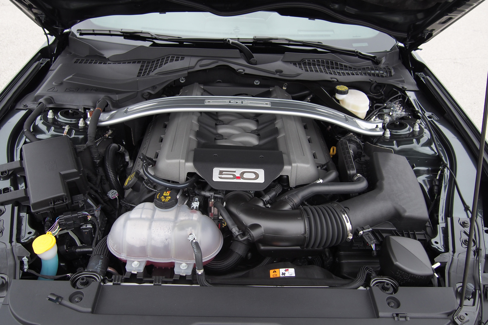 2015 ford mustang gt engine 01