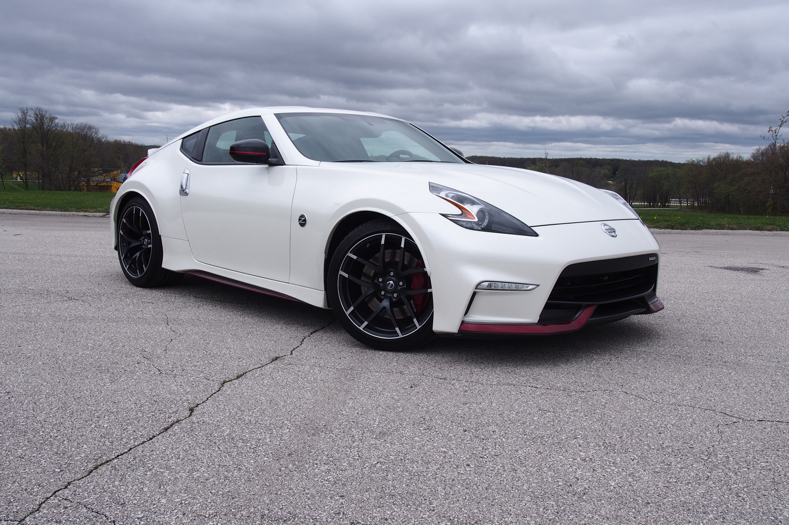2015 Ford Mustang Gt Vs 2015 Nissan 370z Nismo Autoguide Com