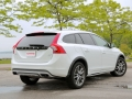 2015-Volvo-XC60-vs-2015-Volvo-V60-Cross-Country-45