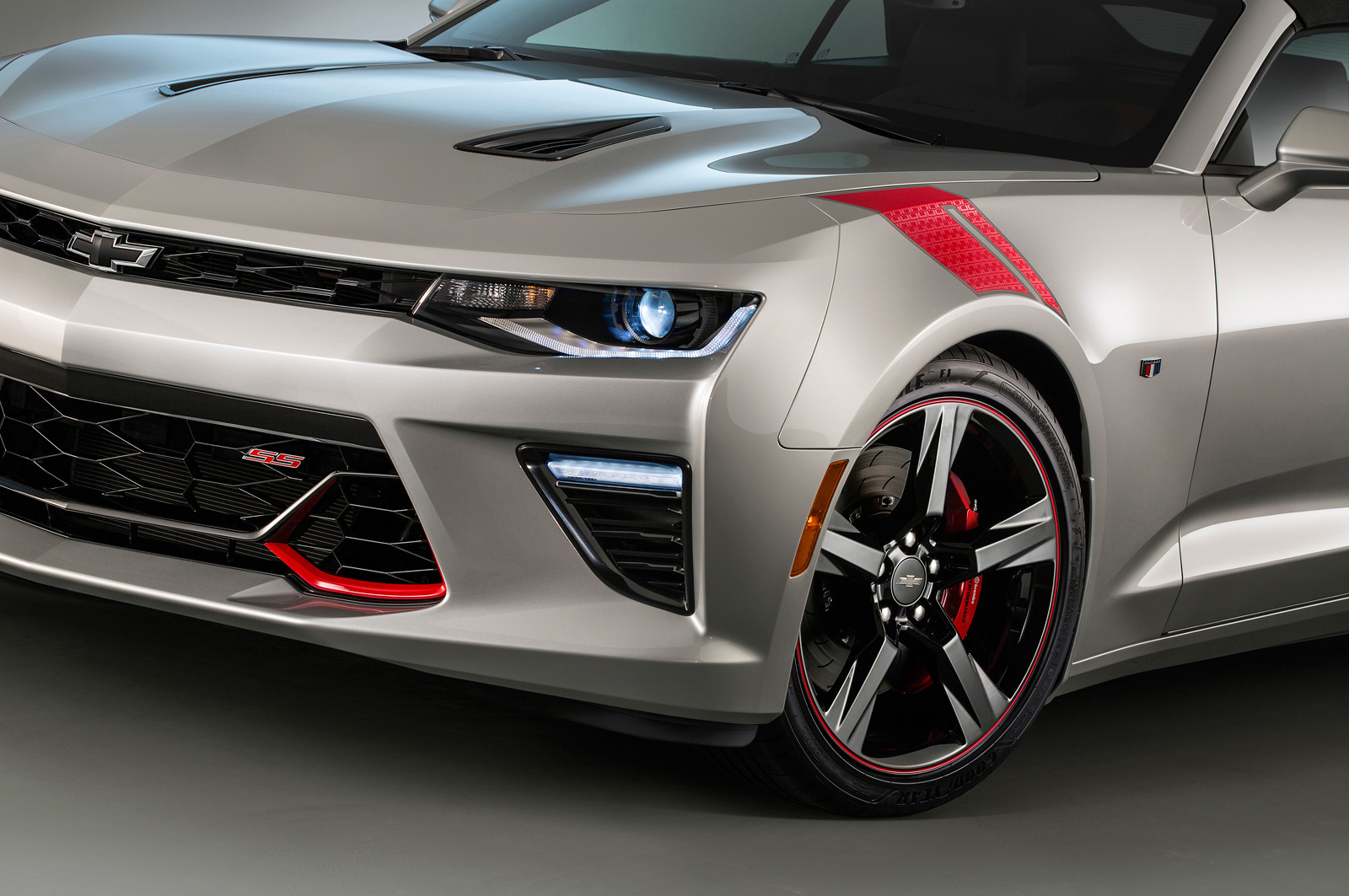 Camaro black and red chevy camaro : 2016 Chevrolet Camaro SS Gets Black, Red Accent Packages
