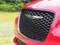 2016-Chrysler-300S-Grille-01
