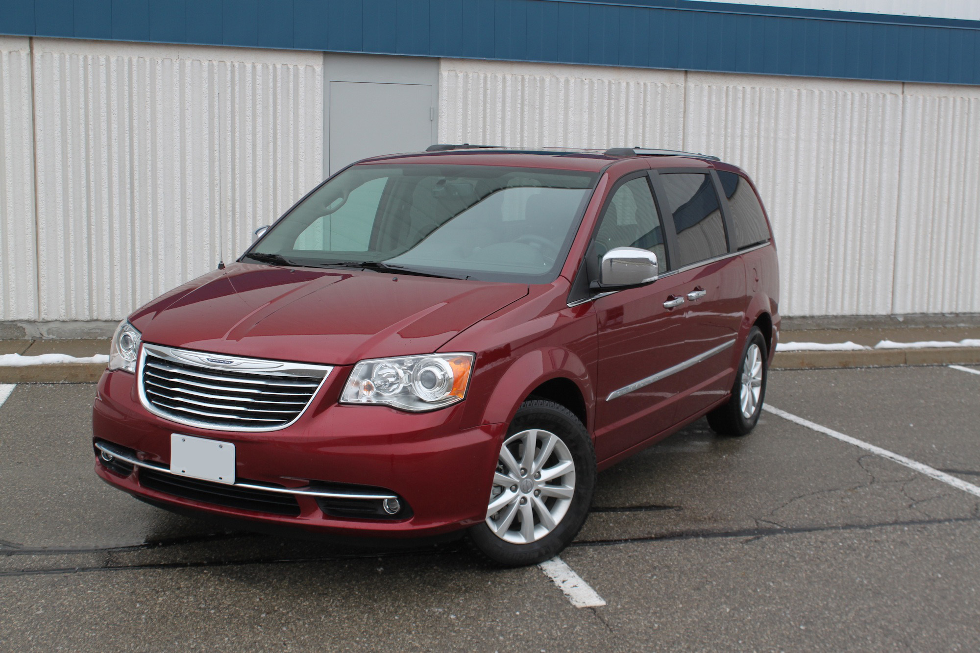 2016 Chrysler Town And Country Review Autoguide