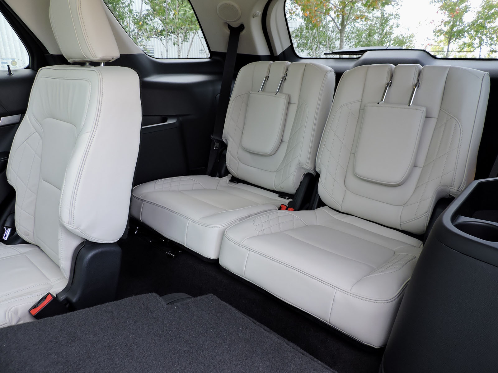 2016 model suvs with second row captains autos post. Black Bedroom Furniture Sets. Home Design Ideas