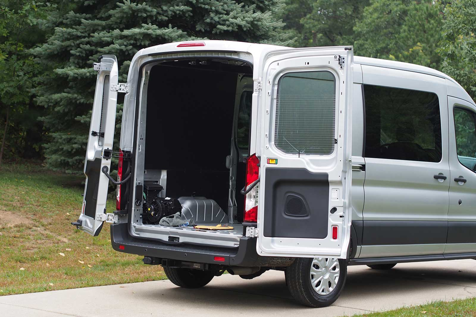 2016 Ford Transit Cargo Area 02