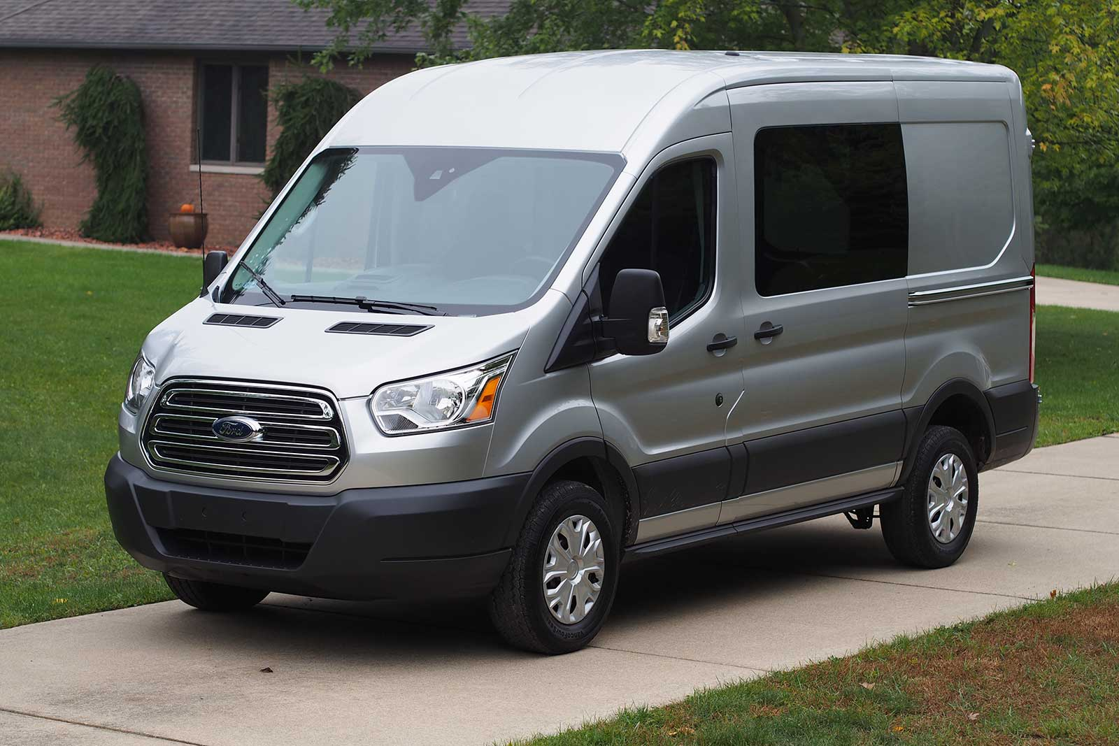 2016 ford transit 250 medium roof van review autoguide. Black Bedroom Furniture Sets. Home Design Ideas