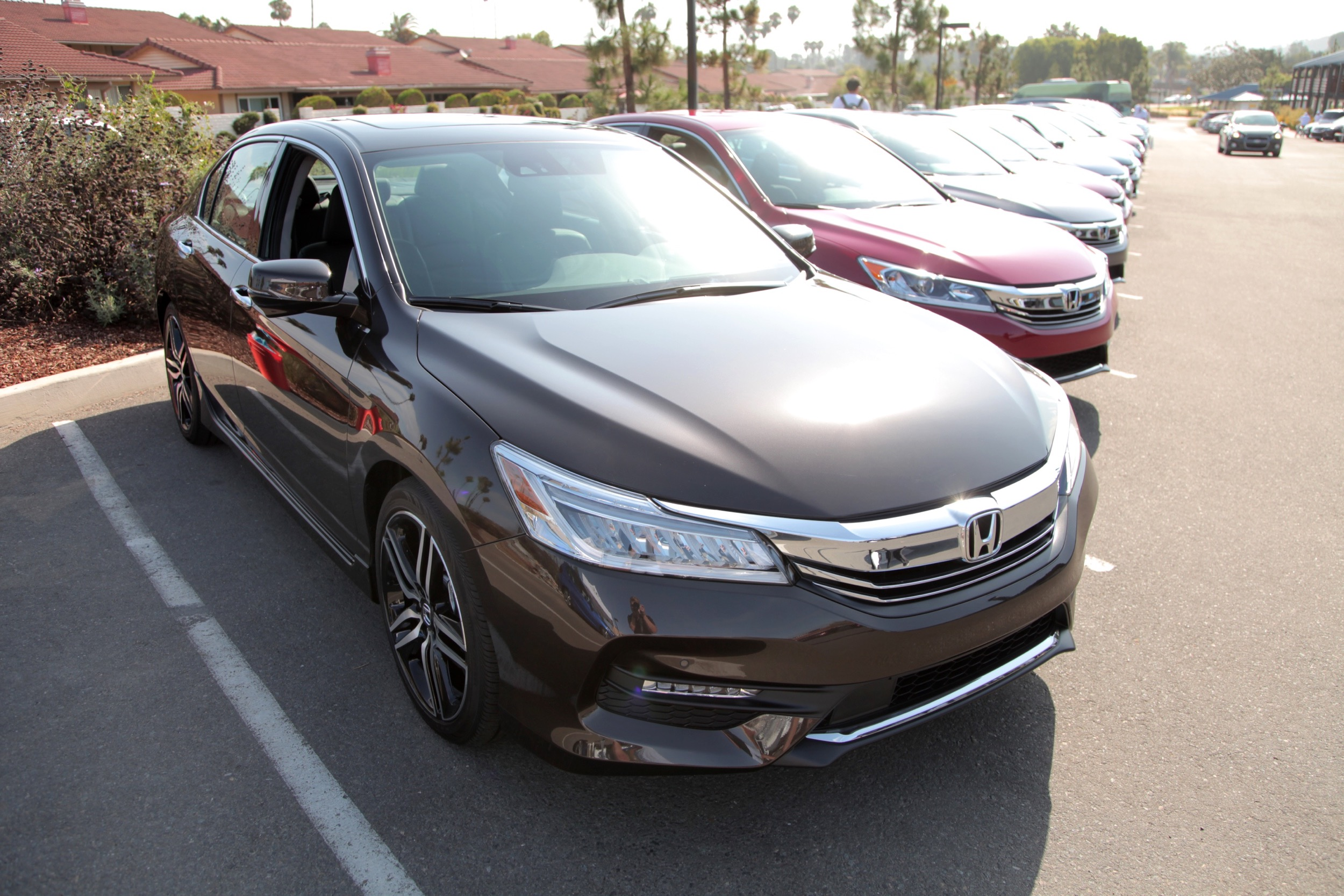 priced earns accord honda hybrid price news from mpg h