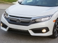 2016-Honda-Civic-Grille-01