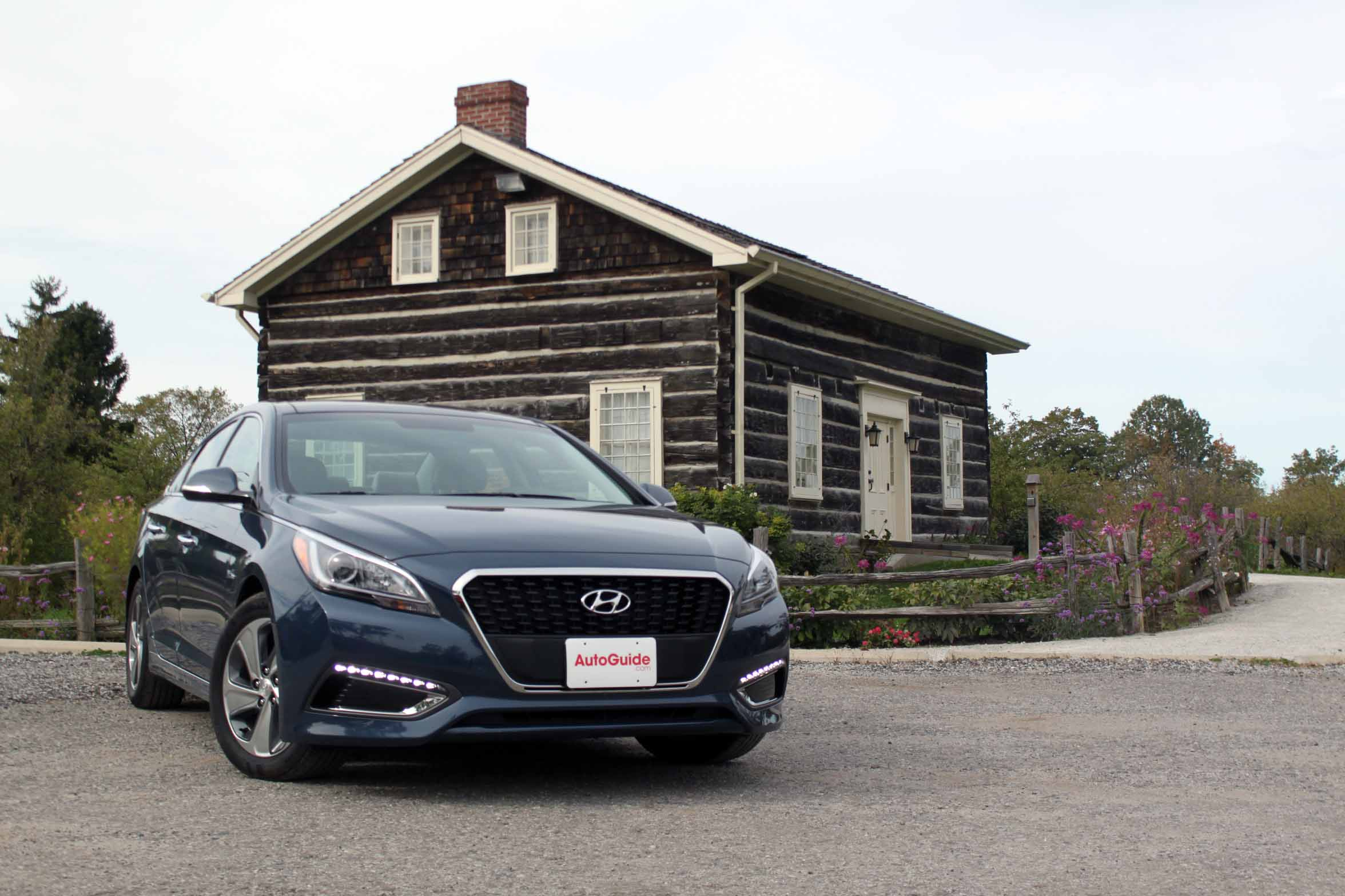 en silver midsize img hyundai sleek canada photo sedan sonata hybrid with exterior showroom blue affordable of cars outlines